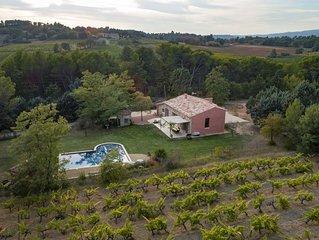 Mas contemporain en pierres LUBERON +piscine+ Pinède et vignes