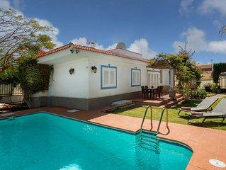 Villa con piscina privada cerca de la playa y campo de golf