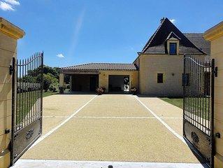 Villa Pesquier Périgord, piscine intérieure chauffée, proche Sarlat