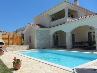 Villa SIRENA 5*, 900 m de la mer, piscine , spa, 4 chambres, 4 salles d'eau