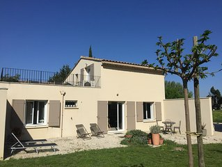 COTTAGE IN THE COUNTRYSIDE 5 KM AVIGNON 2 BEDROOMS AND BATHROOM PRIVATE