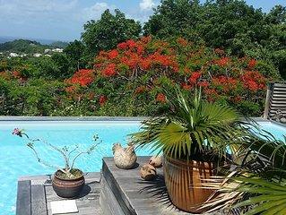 Villa de style creole au calme d'un beau jardin tropical.