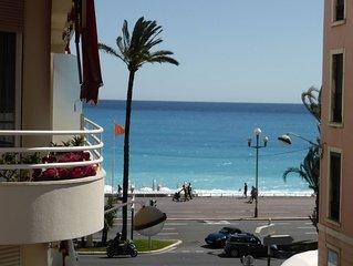 Centre Nice - Appartement avec balcon et vue mer dans le carre d'or.