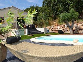 Charmante maison avec piscine privée dans un village médiéval