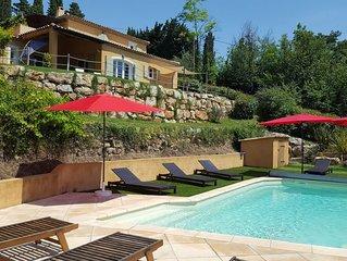 Grande Villa piscine chauffée vue magnifique sur village provençal et Esterel