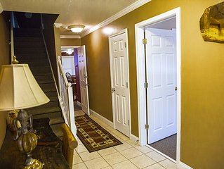 4 Bedroom 3 & 1/2 Bath Mountain Condo In Downtown Helen With Hot Tub