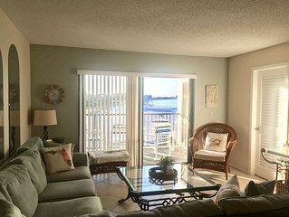 Updated St Pete Beachfront Condo#2 Panoramic View- 3-5 special rates 12/11-21