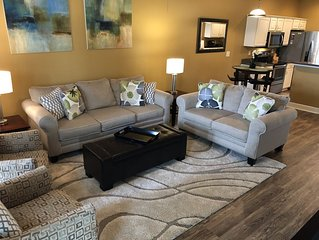APRIL SPECIAL - Beautiful Modern Townhome - Two Full Master Suites, Lanai, Bikes