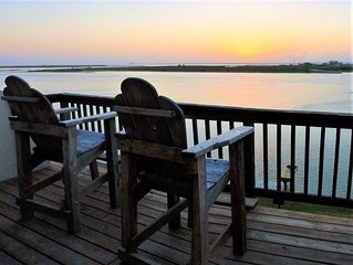 Bayfront Condo on Padre Island. Incredible Sunset View. Dock on the Bay. Pool.