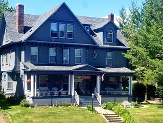Historic ~A~.Charles Weiss Home...only 3 blocks away from Lakewalk!