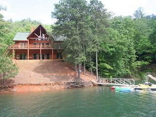 Lakefront Luxury 5 bedroom Log Home on Scenic Fontana Lake by Smoky Mtns