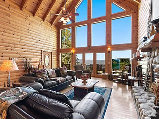 EAGLES NEST HIDEAWAY Luxury cabin, Spectacular View, Hot Tub, Fire Pit, Privacy