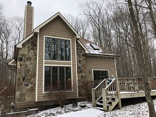 5BR - Family-friendly, Wood Fireplace, Dock Slip, Park Pass, Hot Tub, near WISP