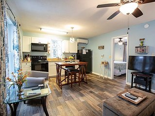 Azalea Cottage perfect for couples less than 3 miles to BILTMORE Park & Parkway