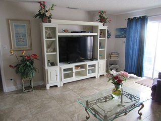 #304 Sea Breeze Welcoming Condo.,  Steps to White Sandy Beach and Gulf