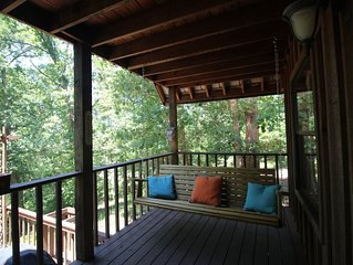 2 bedroom, 2 bath cabin is place to unwind, 5 miles north of MV