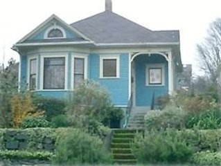 Victorian Cottage 2 Miles to Downtown Seattle