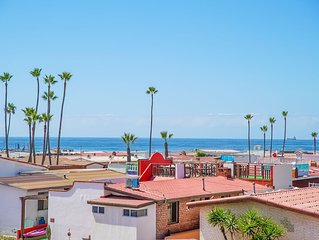 BEST LOCATION DOWNTOWN/OCEAN VIEW DECK /Near PAPAS&BEER/wi-fi, access sandy beac