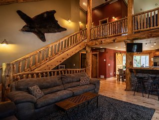 ***Legendary Moose Lodge-Luxury 5Bed cabin minutes from Dells. Relax in style!**