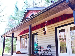 Grey Fox Cabin--A Secluded & Pet-Friendly Get-Away--15 mins from Downtown