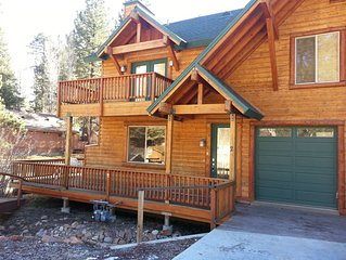 Modern Log Style Home Close To Boulder Bay park & Lake. Hot tub and game room.