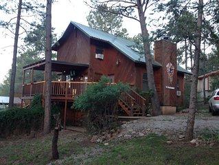 Dream Catcher Cabin Retreat W/ 6 Person Hot Tub,WiFi, & 3 Decks