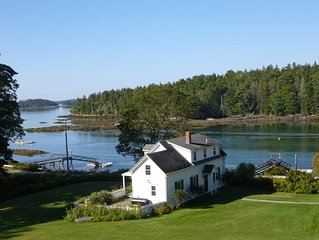 Beautiful Boothbay Harbor Waterfront Cottage with private dock