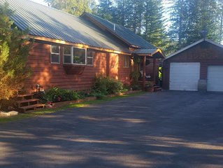 FLATHEAD RIVER RETREAT is located on the beautiful Flathead River
