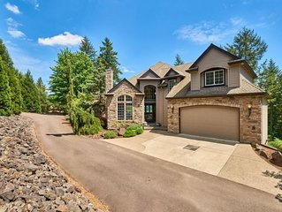 Chehalem Crest - Wine Country Retreat. Mt. Hood View and on site vineyard!