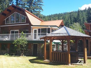 Beautiful Lakeview Vacation Home with Hot Tub -your gateway to the Shushwap