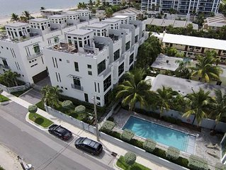 Exquisite Contemporary Townhome with elevator and across The Beach!