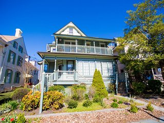 Inviting, updated condo in the heart of Cape May!