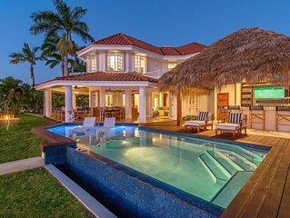 Beautiful Beachfront Villa in a Gated Community, Private Pool/Bar, Fully Staffed