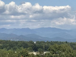 Spectacular View-Great Location-10 Mins To Downtown Asheville-Large, Fenced Yard
