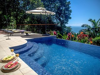 Perfect Location, Walk to Beach, Infinity Pool, Luxury Decor, Fast Wifi!