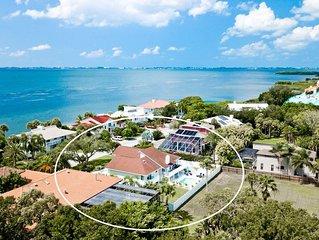 Bayside Escape - 4 BR/4 BA Pool Home, 8 mi to Beach, by IMG Academy Golf Course