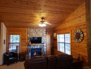 Romantic Log Cabin at Cabins of Grand Mountain in Branson!! Excellent Rates!!