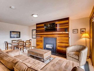 Breathtaking Views! Stay in our Cozy Condo! 2min walk to Clubhouse-Hot Tubs, Poo