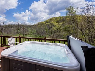 Valley View! Outdoor Hot Tub, Fireplace, Pool Table, NEW PacMan Arcade Game
