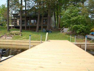 New 5 Bdrm Home with Great Waterfront & Views, Motorboat, & Hot Tub: Sleeps 12