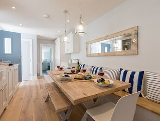 Sleeps 8, with Seaviews and Parking, Luxurious Renovated House