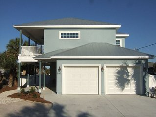 Across the street from the Gulf of Mexico with in ground pool!!!