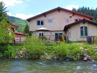 'The River Ritz' Luxury Cabin! 1 block to Ski-on the river-in town!