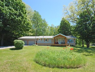Comfortable and Convenient Getaway Across from Little Glen Lake!