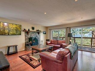 Cozy 3 bedroom with lake views & Hot Tub Tahoe Heavenly Villa (SL385)