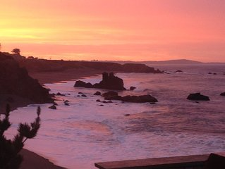 Best views on Sonoma Coast! Beachfront., hot tub, fire pit, pets considered