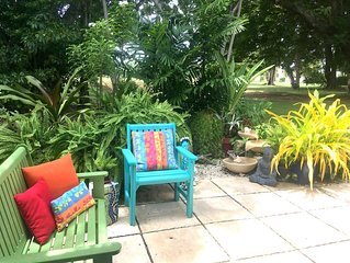 Peaceful oasis of tropical art & plants close to golf, beaches & shopping.