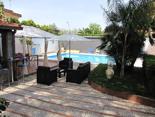Appartamento in villa residenziale di mq.250 piscina privata, uso esclusivo.