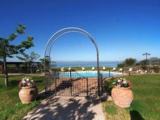 Luxury Villa, Cortona Trasimeno area, great lake Views & infinity Pool.