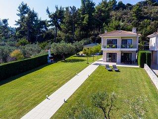 Front beach villas with spacious garden- ERGOPOLI